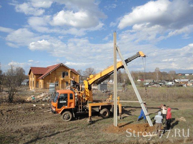 Установка электрических столбов в посёлке